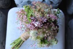 Brautstrauss bestehend aus Wiesenblumen