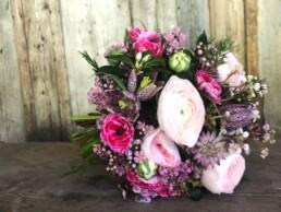 frühlingshafter Brautstrauss mit Rapunzeln