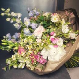 Blumenstrauss weiss/blau mit Hortensien und Rittersporn