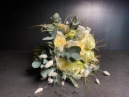 Brautstrauss mit Eukalyptus und Rosen