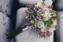 Brautstrauss mit Wiesenblumen