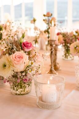 Blumendetail auf Tischdeko