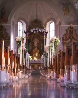 Kerzenmeer in der Kirche