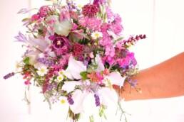 Frühlingshafter Brautstrauss