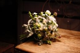 Nelken, Astern, Rosen - wie vielfältig doch ein Brautstrauss sein kann.