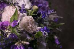 Detail Trauerkranz blau weiss