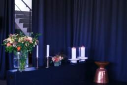 Blumen bei Bühne