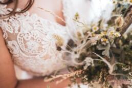 Brautkleid mit Strauss